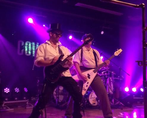 Band COVERNAUT auf der Bühne
